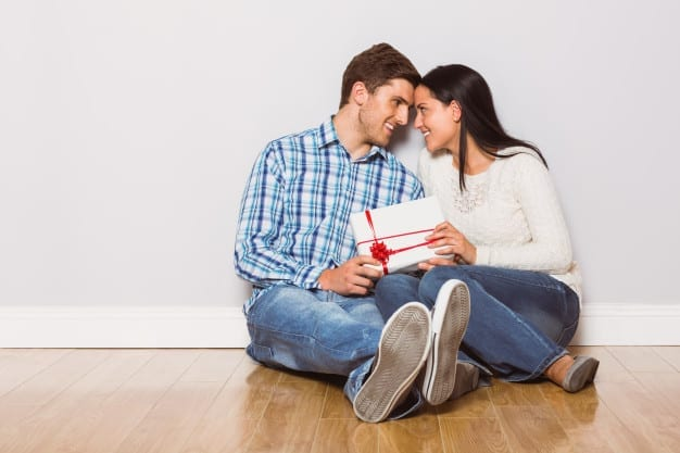 young-couple-sitting-infinityrose